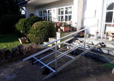 Metallgestell für Barrierefreiheit am Hauseingang